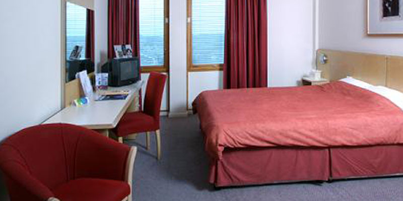 st giles heathrow room